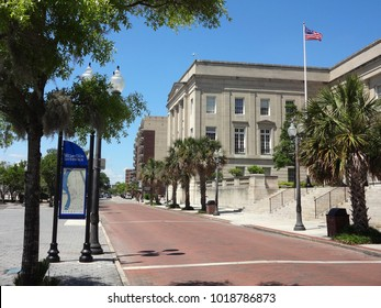 WILMINGTON, NC / USA - JAN 2015: Looking down the street, in the historic section of Wilmington, North Carolina, passed the Courthouse.