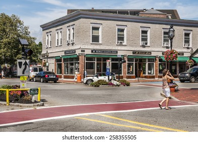 WINCHESTER - AUGUST 20: downtown and old styled New England architecture on August 20, 2014 in Winchester, MA, USA