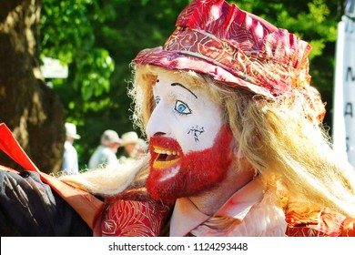 WINCHESTER HAT FAIR HAMPSHIRE ENGLAND UK – 30 JUNE 2018 – Artist from The Clamours of Paris portrays The Orvietan Seller. Orvietan was a popular medical concoction in the 17/18th centuries.