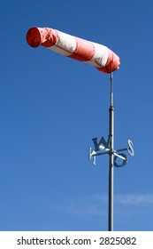 Wind sock with point of compass