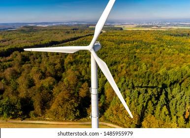 Windturbine an der Waldantenne