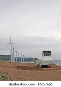 wind turbine with nacelle and hub at the ground