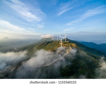 Wind turbines and wind power in Huashan, Jiangxi, and the sea of clouds.