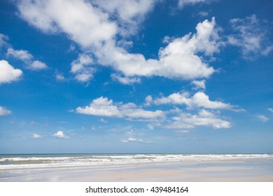 Wind, waves and cloudy in sky