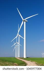 Windmühlen für die Stromerzeugung, Provinz Saragossa, Aragonien, Spanien