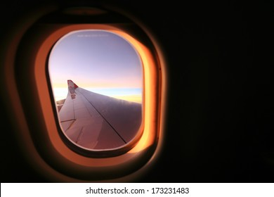Window airplane Travel time is sunset.