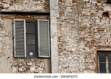Windows and facade in Firenze, Italia