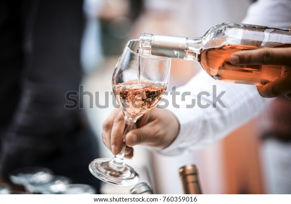 Wijnfles en wijn Glas ROSE