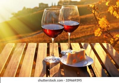 Wein und Käse auf dem Genfer See, Schweiz