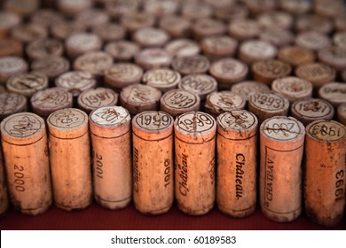 Wine corks arrangement with perspective effect