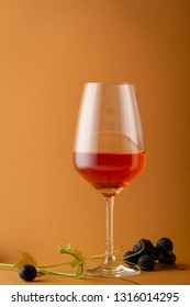 wine in glass and grapes