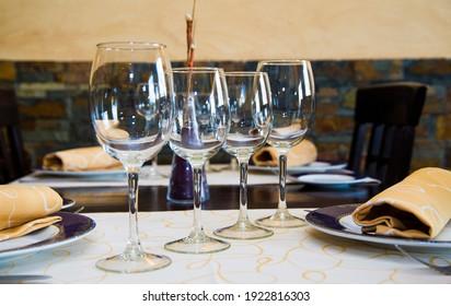 WINE GLASSES ON RESTAURANT TABLE