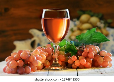 rosé wine and grapes