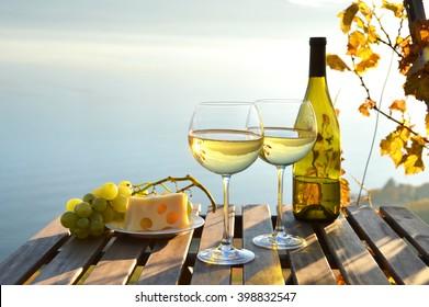 Wein und Trauben auf Weinbergen in Lavaux, Schweiz