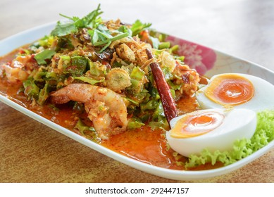 Winged bean salad with shrimp and egg, Thai food