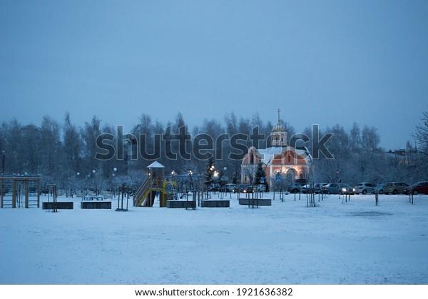 winter-city-landscape-on-frosty-600w-192
