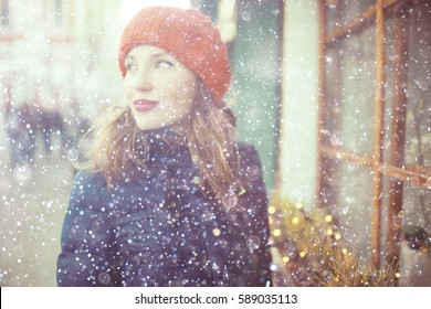 winter city woman in love