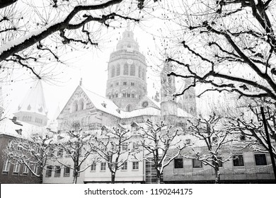 Winter day in Mainz in Germany.  Mainz Cathedral Dom in the snow