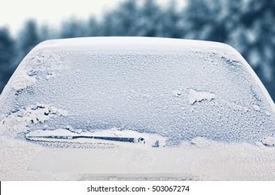Winter bevroren terug auto venster, textuur bevriezen ijs glas achtergrond