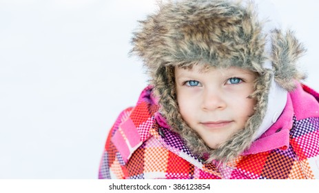 Winter fun - Portrait of adorable happy child girl in warm clothes