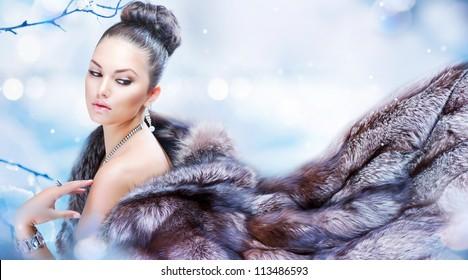 Winter Girl in Luxury Fur Coat. Fashion Fur