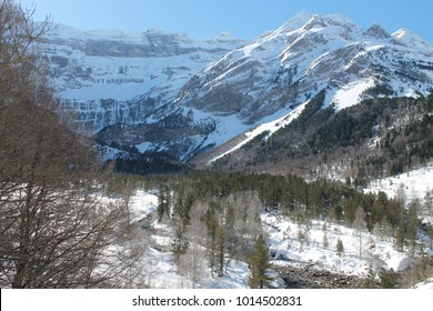Winter hiking in the national park of the High Pyrenees in France