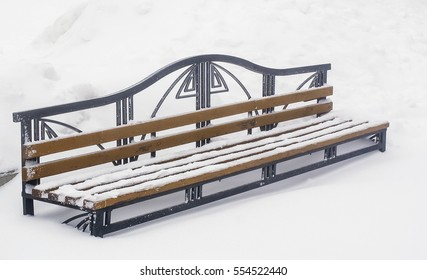 winter landscape, a lot of snow, bench covered with snow, the place to stay in the Park