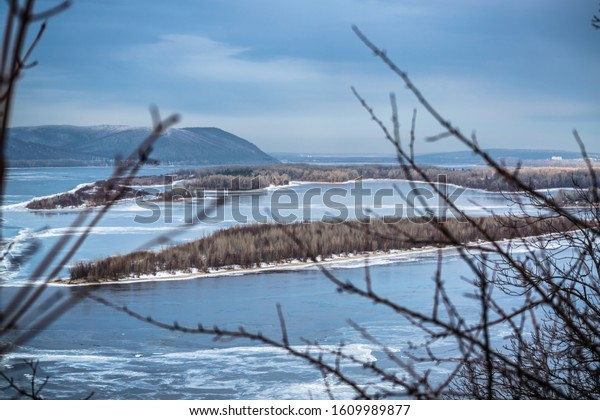 winter-landscape-volga-river-covered-600
