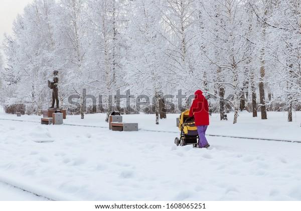 winter-landscape-woman-mom-walks-600w-16