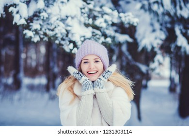 Winter lifestyle portrait of pretty woman. Smiling and having fun.