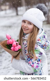 Winter photo shoot. Girl with tulips. The girl with the Teddy bear. Snow. Frost