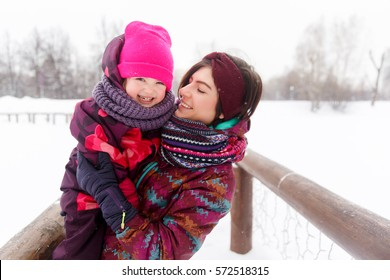 Winter picture of brunette girl