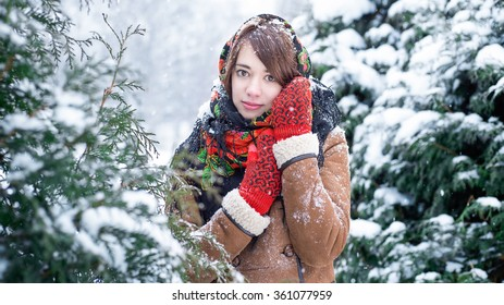 Winter portrait of a girl (in red mittens)