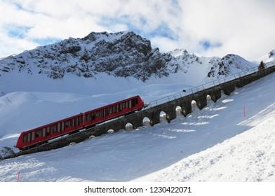 Winter sport: Davos Parsenn cable car transport up to Parsenn mountains