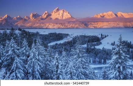 The winter sun rises over the Snake River Overlook in Grand Teton National Park, Wyoming.