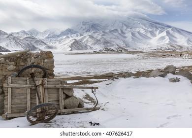 Winter view of Mustagh Ata Mountain at Karakul Lake on the Karakoram Highway in Pamir Mountains, Akto County,Kizilsu Kirghiz Autonomous Prefecture, Xinjiang, China
