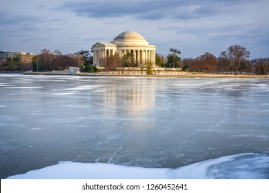 Winter in Washington DC: Jefferson Memoriall at frosty day