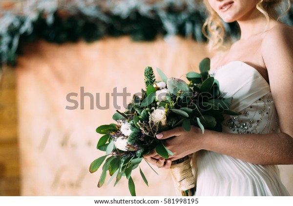 winter wedding and the bride's bouquet