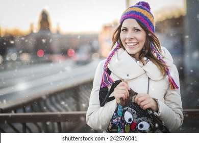 Winter woman with colorfull hat in city