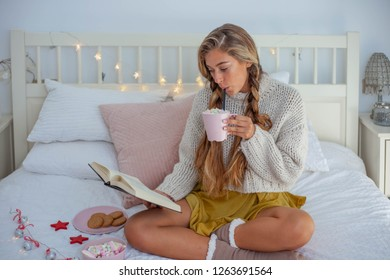 winter woman on bed laptop reading