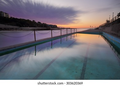 Winters dawn long exposure at Clovelly Beach Ocean Pool in Sydney's Eastern subuirbs.  218 seconds