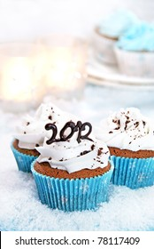 Wintery cupcakes to celebrate New Year 2012