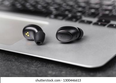 Wireless earphone for listen music anyware