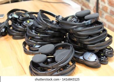 wireless multy language headphones set .headphones used for simultaneous translation equipment simultaneous interpretation equipment. sparse headphones