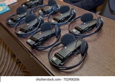 wireless multy language headphones set .headphones used for simultaneous translation equipment simultaneous interpretation equipment