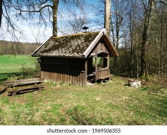 Ein Hexenhaus im Wald