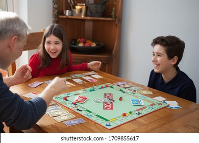 Family Playing Monopoly Images, Stock Photos & Vectors | Shutterstock