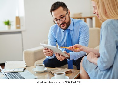 Woman asking questions to sales manager