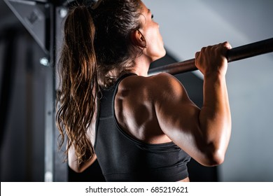 Woman athlete doing pull ups