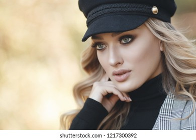 woman autumn portrait. fashion girl outdoor. Autumn woman having fun at the park and smiling. young woman portrait in autumn color